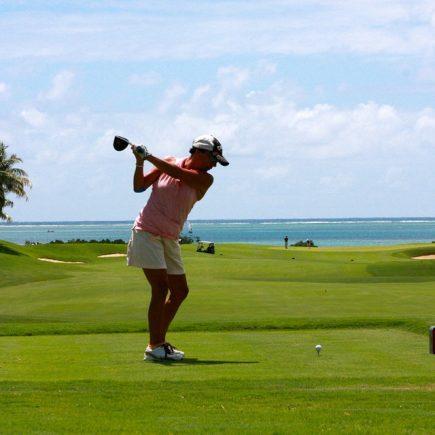 Comment choisir ses vêtements de golf pour femme